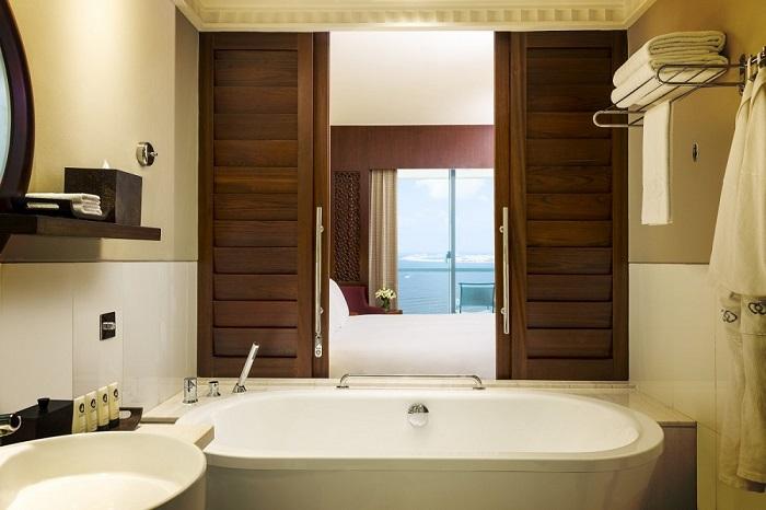 sofitelBathroom_Luxury_Room_SofitelJBR-4020.jpg